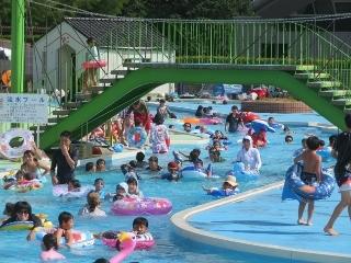 0815-04-pool.jpg